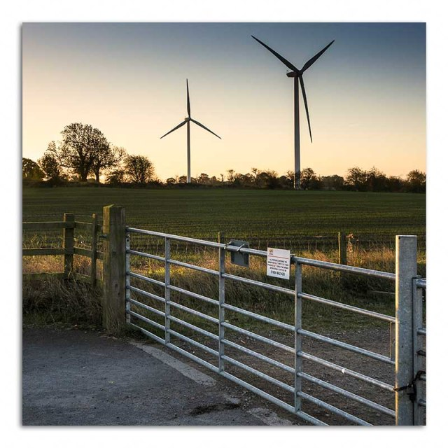 windfarm-and-gate